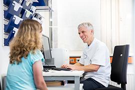 Arzt mit Patientin am CCI Freiburg