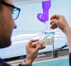 Minimalinvasive Handchirurgie: Trainingssystem für chirurgische Eingriffe an komplexen Knochenstrukturen