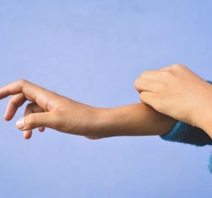 Psoriasis bei Kindern und Jugendlichen: Frühe Diagnose und Therapie wichtig – Keratolyse als erster Schritt