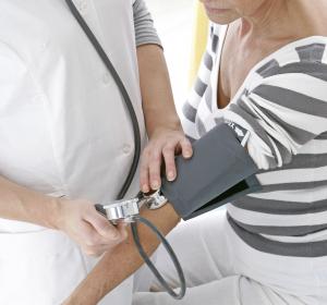 Bluthochdruck: Neue ESC/ESH-Leitlinien empfehlen die initiale Kombitherapie in einer Tablette