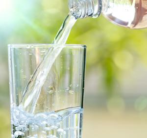 Literweise trinken: Neuer Test ermittelt Ursache von krankhaft gestörtem Flüssigkeitshaushalt