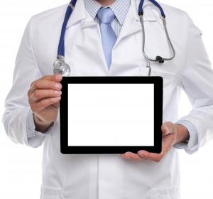 Patientenkommunikation: Ältere Patienten bevorzugen Papier statt Tablet