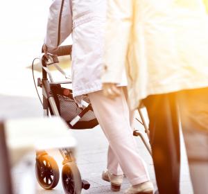 Niedrigschwellige Unterstützung wichtig für ältere Menschen in Not