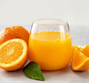 Vitamin C, Carotinoide, Flavonoide & Co – Ernährungsphysiologische Bewertung von Orangensaft