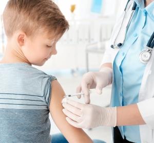 COVID-19: Impfung bei Kindern – eine Risiko-Nutzen-Abwägung?