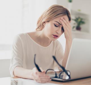 Es ist mehr als nur eine Ausrede: Migräne am Arbeitsplatz