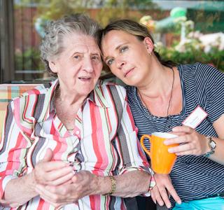 Umgang mit Alzheimer-Patienten: Feste Abläufe helfen Patienten und Angehörigen