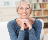Wie Humor beim Umgang mit Demenz helfen kann