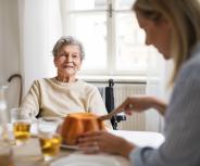 Pflegende Angehörige fühlen sich oft überlastet
