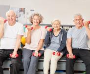 Wer mehr Kraft hat, lebt länger: Fitnessstudios für Senioren