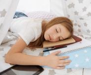 Gähnend zur Schule: Zeitumstellung belastet Kinder am meisten