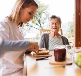 """Pflege: """"24-Stunden-Betreuung"""" nicht wörtlich verstehen"""