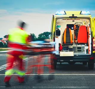 Ständig im Einsatz und am Limit: Anforderungen an Personal in Krankenhaus und Rettungsdienst