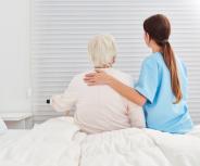 Kassen-Experten: Demenzkranke öfter ohne Medikamente pflegen