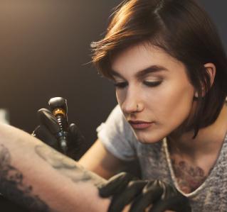 Tattoos bergen Risiken – auch fürs Herz